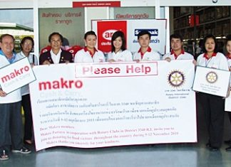 On November 14, at Makro Pattaya Branch, Rotarians and store management attended a simple ceremony to hand over public donations for distribution to victims of natural disasters throughout Thailand.