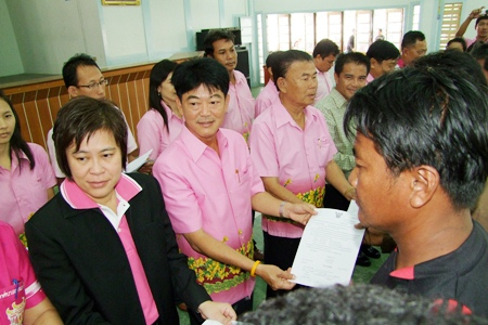Chonburi Gov. Wichit Chatpaisit (2nd left) and Chonburi officials begin distributing relief to mussel farmers affected by the October 2009 typhoon, Ketsana.