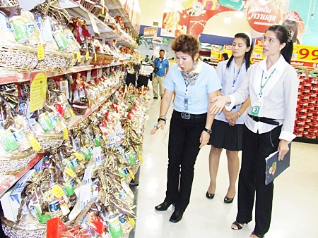 Pattaya officials check on New Year gift baskets throughout town.