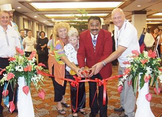 Past District Governor Peter Malhotra (2nd right) was guest of honour at the opening ceremony. Seen helping Peter to cut the ribbon are PP Marlies Fritz, Marianne Büsch Biel, and President Jan Abbink of the Rotary Club Eastern Seaboard. At left are PE Carl Dyson and PAG Stefan Ryser.