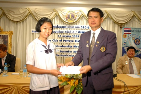 Pol. Lt. Somchai Thongsuk hands out scholarships to one of three deserving students from Pattaya School #3.