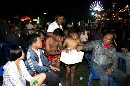 Spectators at the November boxing program in Sattahip gave generously to the Lengjamnong collection.
