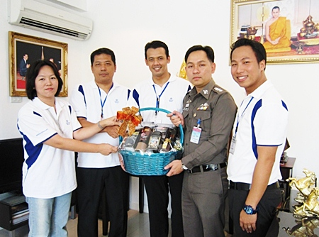 Pol. Col. Nanthawut Suwanla-ong (2nd right), superintendent of Pattaya City Police, welcomed the management team from the Hilton Pattaya who came by to wish him a happy New Year. (l-r) Napatsorn Narongin, human resources manager, Montree Sattham, director of human resources, Norrarat Suebprasong, security manager and Dhaninrat Klinhom, marketing & communications manager.