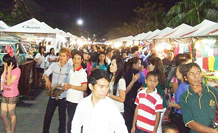 Stalls along Pattaya Beach Road from North to South Pattaya do brisk business during the New Year festival.