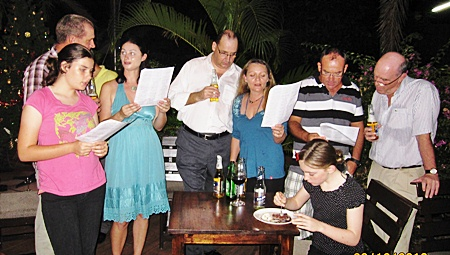 Rick and Harpic Bryant (center) lead the singing at the PILC and Jesters' Carols and Canapés evening at Lakeside Restaurant, Mabprachan.