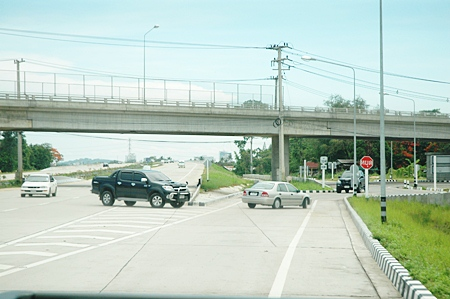 The exit to Highway No. 7 at kilometer market 121-122 often has drivers turning in the wrong direction.