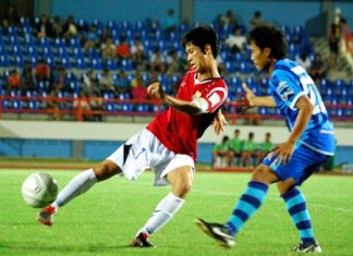 United skipper Tasanapong Muadarak, left, shoots past a 'Sharks' defender during the second half of their FA Youth Cup match on December 28 in Chonburi.