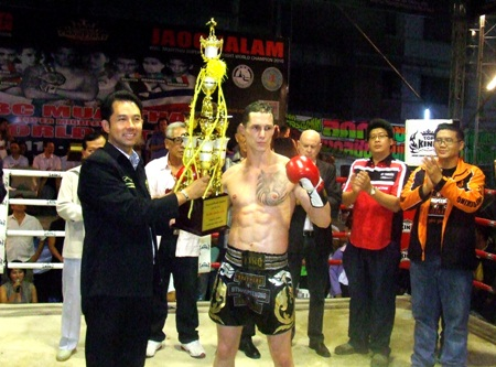 """Germany's Andi Rogner receives the winner's trophy from Mayor Ittiphol after winning the 4-man """"1-King"""" knockout tournament."""