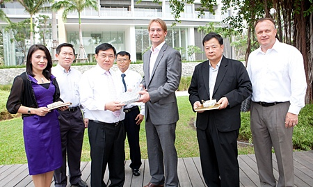 Hubert Viriot (3rd right), Raimon Land chief executive officer welcomes top officials from the Treasury Department, headed by Director General Vinai Vittavasgarnvej (3rd left) to Northpoint, the recently-completed residential development along prestigious Wongamat Beach. Also present during the visit were Deputy Director Generals Nipith Arieyawong (2nd left) and Wattana Chaowasakoo (4th left).