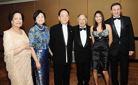 Rony Fineman (right), CEO of Nova Group and his wife Vipharat Kerdkorvong (2nd right) join Hong Kong Governor Tong Jian Wa and his wife and Mrs Padma Harilela (left) to wish Dr. Hari Harilela (3rd right), chairman of the Harilela Group in Hong Kong a Happy Birthday recently at Holiday Inn Hong Kong.