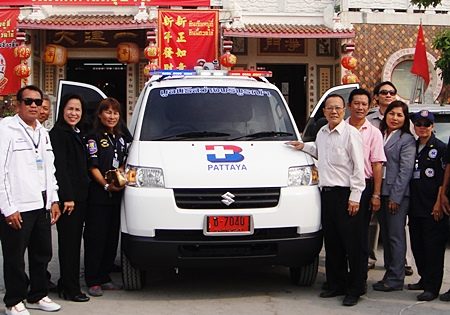 Saichol Panchumchit, Thai Health Insurance manager of Bangkok Hospital Pattaya presented an ambulance to Prasit Thongthitcharoen, chairman of the Sawang Boriboon Thammasathan Foundation, Pattaya, for the use in the service of people in need of urgent medical attention on Koh Larn.