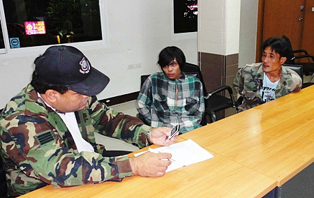 Police question Anusit Fakpin and Kitipong Praditliam regarding their possession of a large amount of ya ba.
