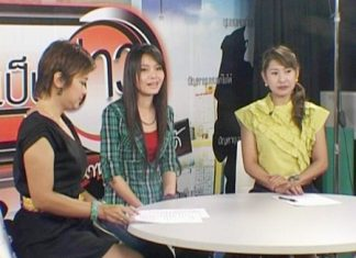 Country music singer Tai Orathai (centre) appears with Kesorn Muangkasem and Sasipatkorn Rojanaritpichet on the Chumchon Khonpenkhao show aired on Sophon Cable on Wednesday.