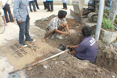 Council workers attempt to speed up completion work on the Soi Boon Nak water pipeline.