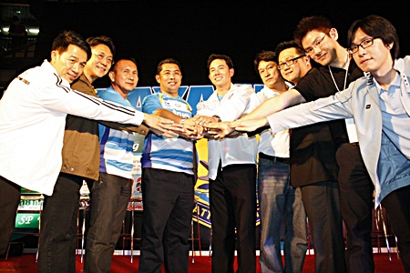The club board of directors and sponsors join hands as a show of unity for the upcoming Thai Premier League season.
