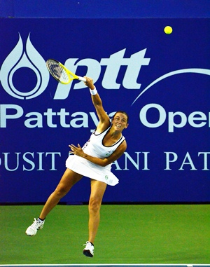 Roberta Vinci defeated an out of sorts Ana Ivanovic in straight sets.
