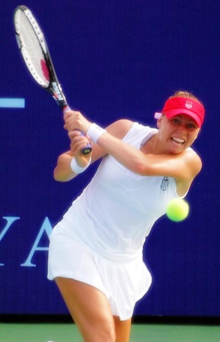 World No 2 Vera Zvonareva has arrived in Pattaya determined to defend her crown.