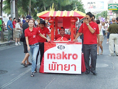 Makro celebrates with a Chinese New Year theme.