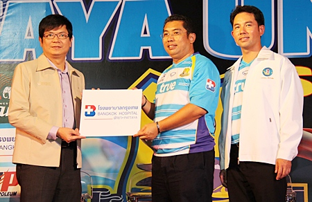 Bangkok Hospital Pattaya has agreed to be the official medical partner of the Pattaya United football team during the 2011 season. Posing for a commemorative photo are Dr. Pichit Kangwolkij, director of BHP, Sonthaya Kunplome president of Pattaya United and Mayor Itthiphol Kunplome advisor to the football team.