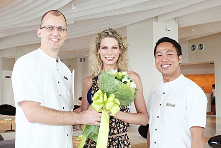 Harald Feurstein (left), GM of the Hilton Pattaya and Dhaninrat Klinhom (right), marketing communications manager, were extremely thrilled to welcome German supermodel Sarah Brandner to the stylish new hotel on her visit recently. Sarah also brought greetings from her close friend Bayern Munich's superstar Bastian Schweinsteiger.