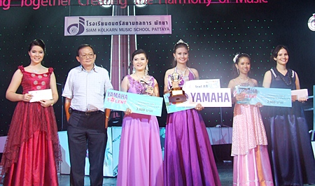 "Chawalya Tancharoen or ""Nong Ice"", 3rd right, from Chonkalyanukul School, was the winner in the Thai Folk Song 13–18 years of age category with a rendition of the song ""Rong Ram Jai"""