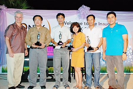 Peter Henley (left), president & CEO of Onyx Hospitality Group strategic partners of the Amari Group of Hotels and Resorts, and Yuthachai Charanachitta (right), president & CEO of Amari Estates Co., Ltd., presided over and presented trophies to the winners at the inaugural Onyx Masters Golf Tournament at the Siam Country Club Plantation Golf Course recently.