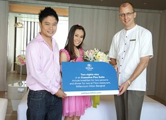 Harald Feurstein (right), general manager of the Hilton Pattaya congratulates and presents a wedding gift to the hotel's 'first wedding couple' during the pre-wedding photo shoot recently. The betrothed couple Krit Masook and Pimporn Chompuming received a voucher for a 2-night stay in the Executive Plus Suite at the Millennium Hilton Bangkok including a romantic dinner at the Flow restaurant.