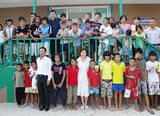 Bhutanese judge Pema Needup (4th left) was a special guest of Supakorn Noja (top far right), director of the Child Development and Welfare Centre and Sopin Thappajug (7th left), MD of the Diana Group and staunch supporter of children's rights during his visit to the centre on a study tour recently. He was accompanied by Sudarat Sereewat, secretary-general of the Coalition to Fight Against Child Exploitation (FACE) Foundation.