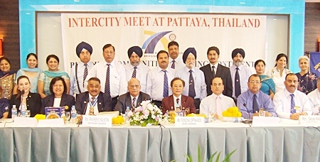 Pattaya is a popular destination for Rotary seminars from foreign countries. Recently Rotarians from District 3070 India held their Inter City Meeting at the Siam Bayview Hotel. The visiting Rotarians were led by District Governor Man Mohan Jerath (4rd left). On hand to welcome them were District Governor Thongchai Lortrakanon (5th right), Past District Governor Pratheep Malhotra (3rd left), both from District 3340, Thailand along with members of the Rotary Club of Jomtien-Pattaya.