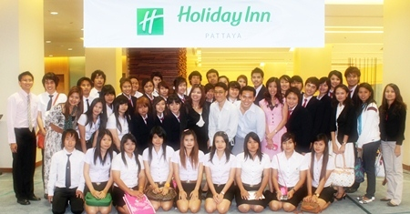 Students from the Rajabhat Kamphaeng Phet University made an educational visit to the Holiday Inn recently. They were welcomed by Itsarapong Jantrakul, Events Manager and Chat Chinsri, Banquet Manager who gave them a grand tour of the facilities and ensured that they took back with them valuable knowledge of the hospitality business.