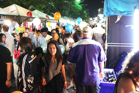 Hundreds of thousands of music fans and shoppers jammed the Beach Road over the weekend.