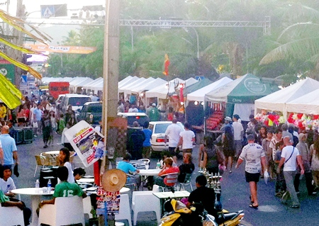 Despite road signs and numerous police officers on duty, traffic still persisted in travelling down Beach Road during the festival.
