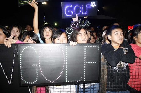 Fans of the Golf-Mike lap up the performance of the famous Thai twin duo.