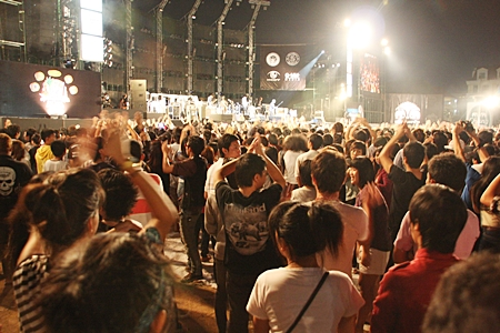 More than 400,000 rocked out, chowed down and shopped 'til they dropped as Pattaya's beachfront transformed into a giant street party for the Pattaya International Music Festival.