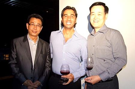 Thomas Koh (RM Garden Cliff Resort), Alex Chakrabarti (GM Mercure Hotel) and Somkhit Tonsaiphet (GM Zign Hotel) enjoy a pre dinner cocktail.