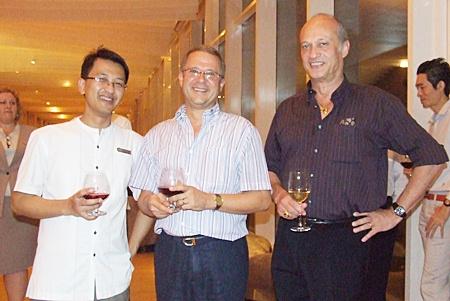 Poodis Poramapojn (Director of finance, Hilton Pattaya), Andre Brulhart (GM Centara Grand Mirage Beach Resort Pattaya) and Philippe Delaloye (GM Pullman Pattaya Aisawan) pose for a photograph.