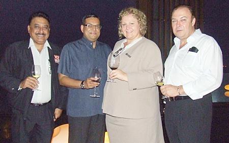 Peter Malhotra (Pattaya Mail), Aloysius Michael (RM Dusit Thani Pattaya), Peta Ruiter (Director Business Development Hilton Pattaya) and Rene Pisters (GM Thai Garden Resort) get acquainted.