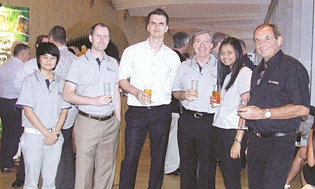 An impressive group picture, Sirilak Pansri (LMG Pacific Healthcare), Ben Wisbey (LMG Pacific Healthcare), Alex Kudinov (Akkara Sombat Properties), Paul Thomson, Thidanun Komalapanika (LMG Pacific Healtcare), and Rolf Singler (Global Property Insurance).