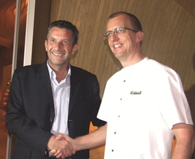 Cees Cuijper (Town at Country Property) thanks Harald Feurstein (GM Hilton Pattaya) for a most outstanding evening.