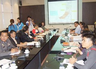 City officials and police discuss how to handle Pattaya's entertainment zones.