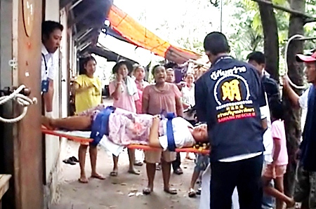 Sawang Boriboon Foundation medics help transfer the new mother from her home to Banglamung Hospital.