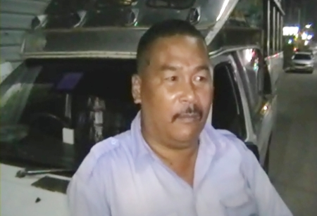 Pattaya baht bus driver Sam-ang Nongyai relates his account of the alleged shooting incident to Pattaya police.