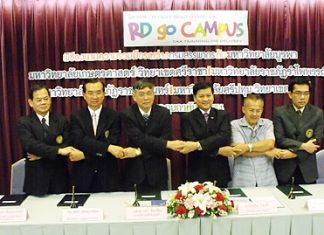 Officials from the 5 Universities shake hands at a meeting held Feb. 24 to announce the joint taxation course curriculum.