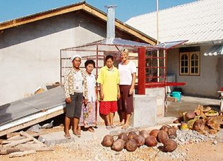 Pat with 3 Thai tsunami survivors whose small medicinal herb business had been totally destroyed in the tsunami.