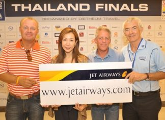 Kenth Fredin, left, of Team Inzentive collects the top prize at the World Corporate Golf Challenge Thailand finals.