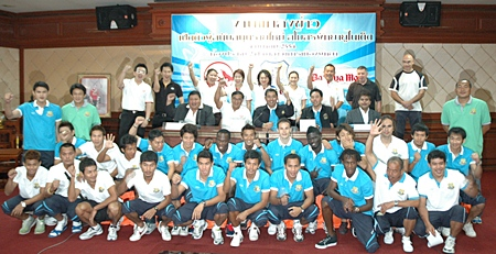 Team officials, club sponsors, players and trainers pose for a group photo at the press conference.
