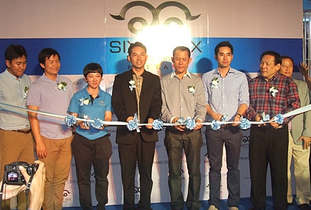 Jiraporn Kunplome, 3rd left, along with Pattaya Mayor Itthiphol Kunplome, Saksit Teerapornsathanon, Narongchai Kunphlome and Chanyut Hengtrakool cut the ribbon to officially launch the Sixty-Six Condominium project.