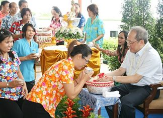 Staff of the Dusit Thani Pattaya pay their respects to GM Chatchawal Supachayanont, the loving father who has looked after them for so many years, during the 'Rod nam dam hua' ceremonies at the hotel.
