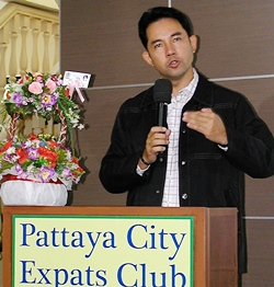 Pattaya City Expats was fortunate that Mayor Itthiphol Kunplome was able to take some time from his busy schedule to congratulate the club.