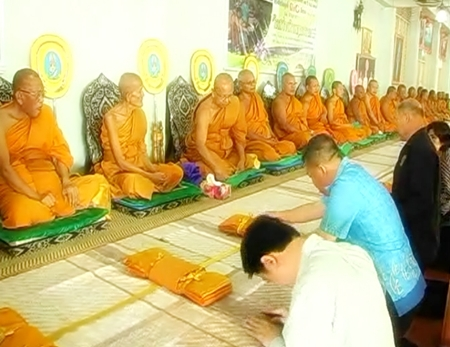 The birthday ceremony for the abbot of Sawang Fa Temple took place on Thursday, March 31, with many local politicians and community leaders in attendance.